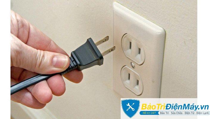 Ngắt điện tivi trước khi sửa chữa